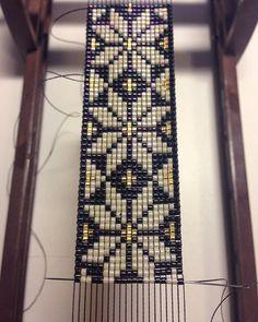 off loom beading techniques Loom Bracelet Patterns, Bead Loom Bracelets, Bead Loom Patterns, Beaded Jewelry Patterns, Beading Patterns, Beading Ideas, Beading Supplies, Bead Loom Designs, Motifs Perler