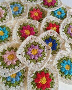 Buenos días!!! Que tengáis una feliz semana,😘 #crochetsuperstarclub #crocheten80labores #ganchillo #ganchilleando #ganchilloterapia #crochetaddict #crochet #crochetblankets #colourful #grannysquares #instacrochet #instagram #craftastherapy_colortherapy #grannysquares #grannysquaresrock