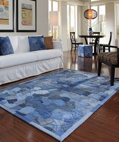 Recycling jeans and furnishing a house. Today, we have selected for you 20 ideas to furnish home recycling old jeans. Be inspired by these original ideas. Jean Crafts, Denim Crafts, Denim Rug, Denim Quilts, Blue Jean Quilts, Jeans Fabric, Patchwork Jeans, Denim Ideas, Old Jeans