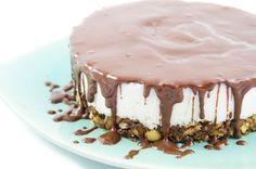 Kokos & Schokolade - ein traumhaftes Duo! Dieser Kuchen begeistert alle, die Bounties lieben oder geliebt haben, dabei ist er schnell gemacht und noch dazu rohvegan.