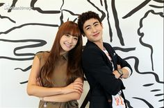 ★ *˛ ˚♥♥* ✰。Nichkhun˚ ★ღ Victoria ˚ღ。* ˛˚ ♥♥ 。✰˚* ˚ 。✰ Nichkhun Victoria, Best Friend Goals, Best Friends, We Get Married, Drama Movies, Singing, Korean, Movie Scene, Kpop