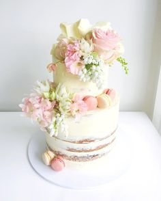 "7,375 To se mi líbí, 89 komentářů – Ivy + Stone | Jade (@ivyandstonecakedesign) na Instagramu: ""Super sweet engagement cake  Fresh florals from @verdaflore Follow along with us on snapchat …"""