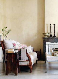 Textured/distressed walls decrease finger marks
