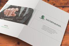 Folleto Corporativo Socialnautas. La empresa Socialnautas Experta en lo ámbitos del Social Media, Gestión y creación de comunidades virtuales, me propuso la creación de un folleto creativo para poder enseñar a sus clientes en papel lo que ellos son expertos a nivel online, tras unas cuantas charlas, cambios y horas de trabajo, terminamos muy contentos con el trabajo que nos quedó, espero que a vosotros también os guste. PORTADA y CONTRAPORTADA