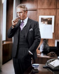 The Thomas Crown Affair directed by Norman Jewison Steve McQueen as Thomas Crown. Of all of the films that Steve McQueen made in his career, this is reported to have been his favourite. Steeve Mcqueen, Steve Mcqueen Style, White Pocket Square, Pocket Squares, Pocket Square Guide, Thomas Crown Affair, Tv Star, Star Pics, Cinema Tv