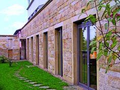 Kamień to materiał drogi, ale pięknie prezentujący się na elewacji domu. Właściwie dobrany, fachowo ułożony i zabezpieczony, będzie…