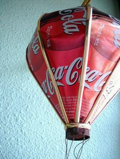 Coca Cola recycled balloon... Vintage Coca Cola, Coca Cola Addiction, Aluminum Can Crafts, Soda Can Crafts, Recycling, Always Coca Cola, World Of Coca Cola, Pepsi Cola, Diet Coke