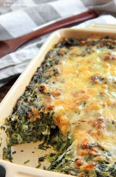 The BEST Spinach Gratin, an awesomely cheesy and creamy side dish that everyone will go crazy for! @everydaydishes