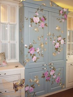 22 Inspirations for Wood Furniture Decoration with Paint wood furniture painting ideas….LOVE this for my sewing room to store fabric. The post 22 Inspirations for Wood Furniture Decoration with Paint appeared first on Welcome! Decoupage Furniture, Painting Wood Furniture, Chic Furniture, Wood Furniture, Recycled Furniture, Diy Furniture, Painted Furniture, Vintage Furniture, Furniture Decor