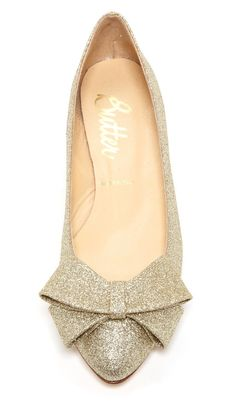 Sparkle Bow Flats- I would wear these on my wedding day :) Pretty Shoes, Cute Shoes, Me Too Shoes, Beautiful Shoes, Look Fashion, Fashion Shoes, Wedding Shoes, Bride Shoes, Wedding Bride