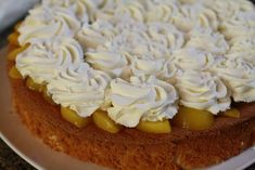 Torta de crema y duraznos Pudding, Pie, Desserts, Food, Yummy Cakes, Easy Food Recipes, Deserts, Cook, Serving Plates