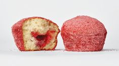 Doughnut Muffins, Baking Muffins, Doughnuts, Easy Treats To Make, Recipe Database, Freeze Dried Strawberries, Strawberry Fruit, Pastry Brushes, Donut Muffins