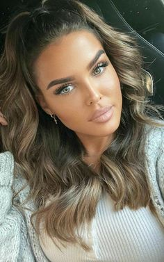 Most Beautiful Faces, Stunning Eyes, Beautiful Lips, Baddie Hairstyles, Cool Hairstyles, Brunette Beauty, Hair Beauty, Simple Prom Makeup, Girl With Purple Hair