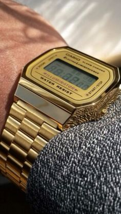 Men's vintage gold Casio watch.