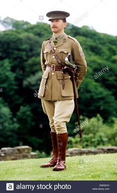 First World War British Officer, 1914 - historical re-enactment Army soldier soldiers uniform uniforms British Army Uniform, British Uniforms, Men In Uniform, World War One, First World, Soldier Costume, Military Equipment, Equestrian Style, Military History