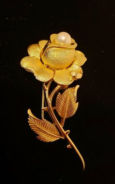 vintage CROWN TRIFARI chunky gold tone leaf shaped BROOCH unique gift for her collectible jewelry