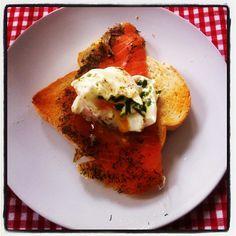 Smoked salmon & poached egg with tarragon - #homemade