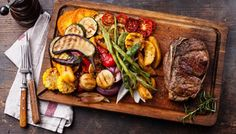 Club Beef steak with pepper sauce and Grilled vegetables on cutting board on dark wooden background - The Picture Pantry Food Stock Photo Library Beef Rib Roast, Ribeye Roast, Prime Rib Roast, Beef Ribs, Beef Steak, Porterhouse Steak, Receta Bbq, Clean Eating Dinner, Fat Burning Foods