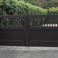 Modern and Natural Wood Gates Driveway Design Metal Driveway Gates, Driveway Entrance, Modern Driveway, Metal Garden Gates, Gravel Driveway, Driveway Ideas, Metal Gates, Walkway, Side Gates