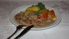 Fleskasos frå Fitjar   Norsk tradisjonsmat Chicken, Meat, Food, Eten, Meals, Cubs, Kai, Diet