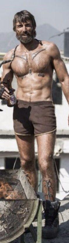 Sharlto copley shirtless elysium
