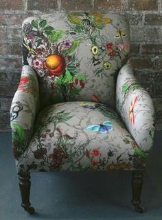 Gorgeous Bloomsbury Garden Dreich Armchair by Timorous Beasties Chair Upholstery, Chair Fabric, Upholstered Chairs, Funky Furniture, Painted Furniture, Furniture Design, Poltrona Bergere, Timorous Beasties, Deco Originale
