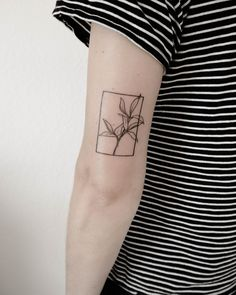Tattoo trends come and go, but delicate, feminine tattoos will always be a classic. In the depths of our research for our next one, we discovered that hand-poke Hai Tattoos, Line Tattoos, Body Art Tattoos, Small Tattoos, Sleeve Tattoos, Arabic Tattoos, Modern Tattoos, Neck Tattoos, Dragon Tattoos