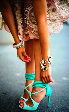#HighHeels Love her shoes! ♥ If you're interested in more like this visit ♥ http://myblogpinterest.blogspot.com/