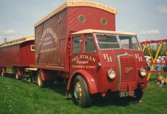 Vintage Trucks, Old Trucks, Cool Rvs, Old Lorries, Old Commercials, Sign Writing, Gypsy Wagon, Fun Fair, Camper Interior