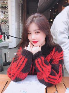 soo jin - (g)i-dle Kpop Girl Groups, Korean Girl Groups, Kpop Girls, Soo Jin, Soyeon, Extended Play, Minnie, Neverland, Short Girls