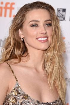Amber Heard attends 'The Danish Girl' premiere during the 2015 Toronto International Film Festival at the Princess of Wales Theatre on September 2015 in Toronto, Canada. Amber Heard Hair, Amber Heard Photos, Amber Heard Makeup, Most Beautiful Faces, Beautiful Smile, Beautiful Celebrities, Beautiful Women, Amber Head, Beauté Blonde