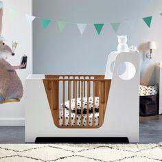 Aplique em carvalho natural e metal. Abajur em algodão preto Ø18 cm. Alt. 13,5 cm. Casquilho E 14 para lâmpada fluocompacta 8 W máx. (não incluída). Comp. 20,5 x prof. 18 x alt.31 cm. Compatível com lâmpadas da classe energética A. Este artigo pode ser usado num quarto de criança com mais de 14 anos, de acordo com a norma em vigor. Baby Bedroom, Baby Room Decor, Kids Bedroom, Baby Bedding Sets, Cot Bedding, Unique Baby Cribs, Kids Bed Design, Kids Play Spaces, Rustic Baby
