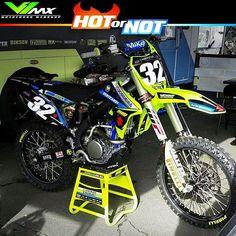 Hot or not? @mattbisceglia suzuki from @teammadracing. Photo by: @wyattworden101 #hotornotmx #motocross #supercross #suzuki #suzuki #sxonfox #dirtbike #dirtbikes #rmz250 #rmz450