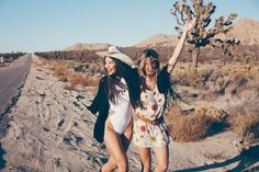 Wildfox: Women's Fashion Clothing, Collections and Accessories Sister Pictures, Best Friend Pictures, Cute Pictures, Bff Pics, Outing Outfit, Photoshoot Pics, Desert Fashion, Wildfox, Fashion Pictures