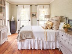 17 Rustic Window Treatments You'll Want to Try Now white curtains country style bedroom burlap pillo Trendy Bedroom, Cozy Bedroom, Bedroom Decor, Bedroom Curtains, Bedroom Rustic, Bedroom Bed, Bedroom Ideas, Rustic Window Treatments, Kitchen Window Treatments