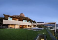 Cape Town House Encapsulating Panoramic Sea and Mountain Views - http://freshome.com/cape-town-house-encapsulating-panoramic-sea-and-mountain-views/