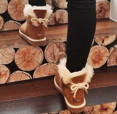 winter outfits with uggs - winteroutfits Cute Uggs, Cute Boots, Fresh Shoes, Sheepskin Boots, Winter Shoes, Cute Winter Boots, Fall Boots, Winter Dresses, Dress Winter
