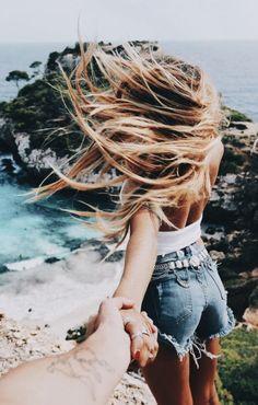 Une balade à la plage les cheveux au vent ..