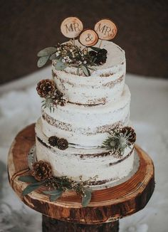 A cake with wintery details is perfect for a Christmas wedding. #CuteWeddingIdeas