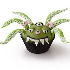 Monster Cupcakes for Halloween Monster Cupcakes, Cupcakes D'halloween, Cupcake Frosting, Monster Party, Yummy Cupcakes, Cupcake Cookies, Fondant Icing, Green Cupcakes, Decorated Cupcakes