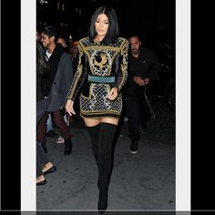 Kylie Jenner steals the spotlight in gold-embroidered dress and thigh-skimming boots at Balmain-H&M fashion show in NYC Kylie Jenner Outfits, Kylie Jenner Mode, Trajes Kylie Jenner, Looks Kylie Jenner, H&m Fashion, Fashion Outfits, Fashion Trends, Fashion Heels, Look Kim Kardashian