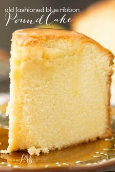 The BEST POUND CAKE ever! Old Fashioned Blue Ribbon Pound Cake recipe is tall, buttery, moist, & dense. This pound cake is classic & very close to an original pound cake recipe. Food Cakes, Cupcake Cakes, Bundt Cakes, Pound Cake Cupcakes, 30 Cake, Baking Cakes, Original Pound Cake Recipe, Cakes Originales, Just Desserts