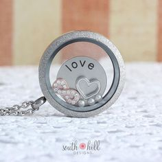 Love is forever this holiday season with December's Locket of the Month! Includes a Large Silver Diamond Dust Linkable Locket, Silver Love Coin, Rose Gold Infinity Charm, Silver Heart Charm and a Vanilla Pearl 3-Pack.