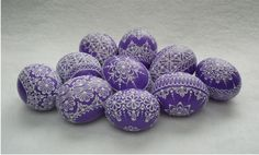 Kraslice v barvě fialové