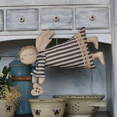 Christmas Art, Handmade Christmas, Creative Box, Crochet Angels, Coffee Staining, Diy Toys, Diy And Crafts, Textiles, Art Dolls