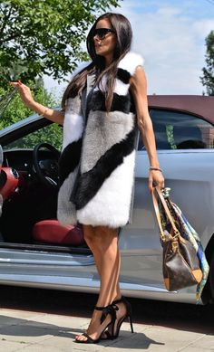 A special waistcoat made of cashmere and fur from foxes. MULTICOLOR FOX FUR & CASHMERE. FANTASTIC LONG VEST. You can wear it on a leather jacket or a sweater. GET NEW FUR. An effective combination of skins in the front cach attention of everyone.   eBay!