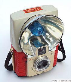 Coca-Cola Brownie Starflash, in 1959 Coca Cola Vintage, Coca Cola Ad, Always Coca Cola, Pepsi, Coke, Vintage Cameras For Sale, Antique Cameras, Kodak Camera, Retro Camera