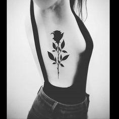Une rose noire sur les côtes