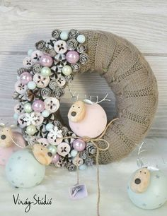 Fleuriste Gisèle Christmas Advent Wreath, Xmas Wreaths, Christmas Themes, Christmas Crafts, Christmas Centerpieces, Xmas Decorations, Christmas Craft Projects, Diy Wreath, Diy And Crafts