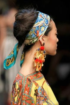 Must-have hair accessory: Dolce & Gabbana - Hair Romance Dolce & Gabbana, Italian Hair, Head Scarf Styles, Headband Styles, Hair Romance, Scarf Hairstyles, Hairband Hairstyle, How To Wear Scarves, Italian Fashion